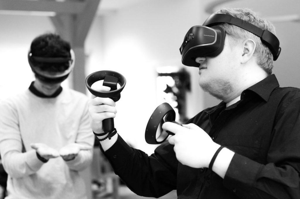 Bild von Louis Boss und Lukas Klepper wie Sie AR und VR testen